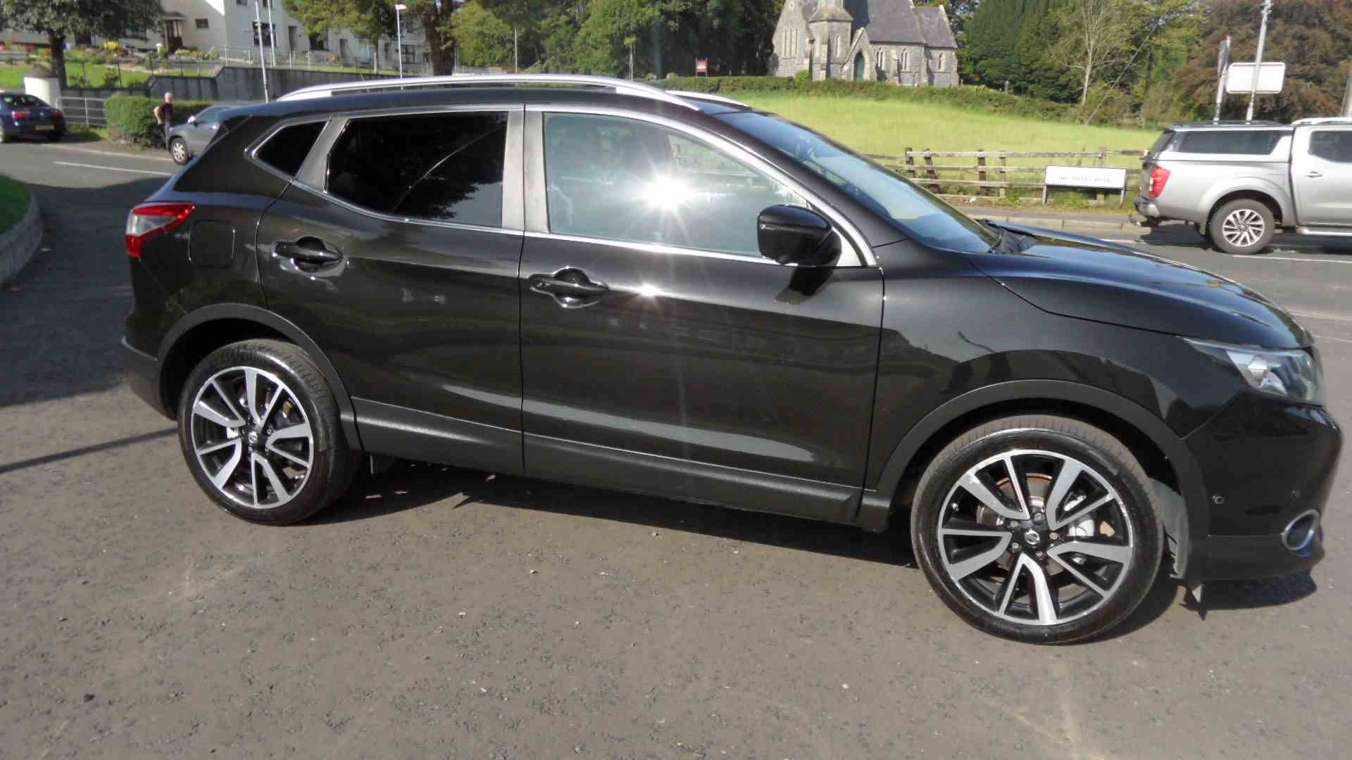 Sought after Qashqai Tekna in Black metallic, automatic gearbox, Pan roof, satnav, reversing camera, fully serviced and ready to go,  call Sean on 07970936458 or 02879401371 to arrange a viewing.